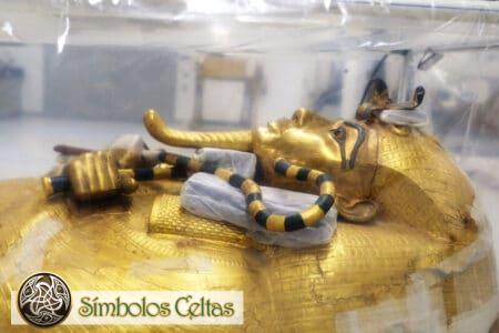El cayado y el mayal egipcio