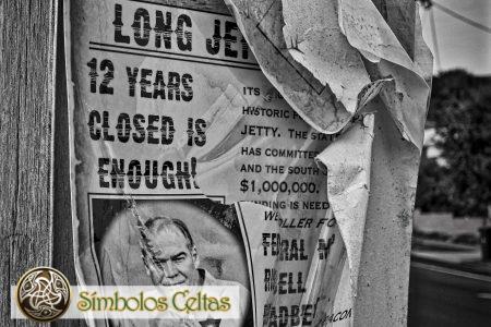 La pancarta en blanco y negro